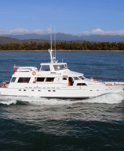 Luxury boat 90 foot