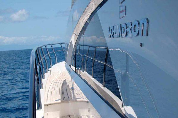 luxury reef tour side